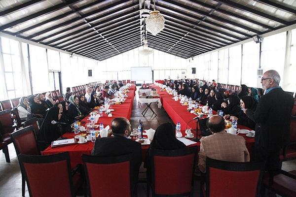 نشست هم اندیشی بسته بندی محصولات صنایع دستی در استان گلستان برگزار گردید