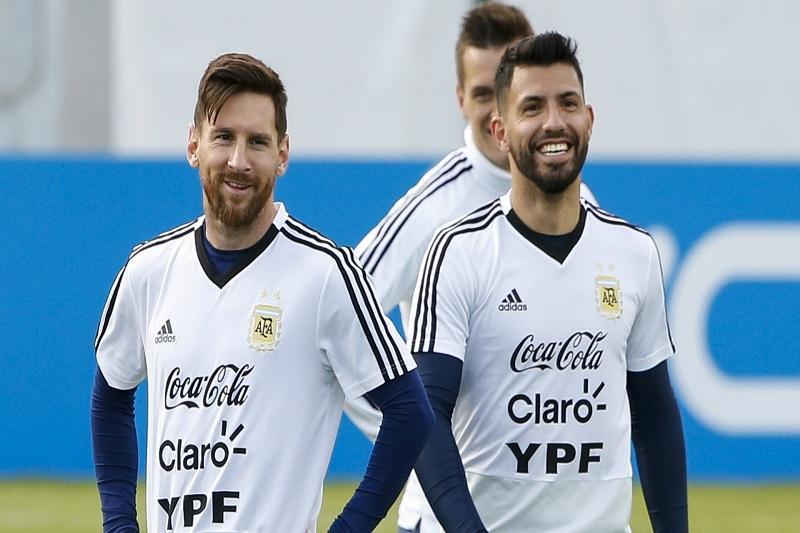 آگوئرو: هرگز نگفتم مسی مستحق بردن توپ طلا نیست