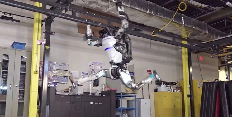 ربات ژیمناستیک کار پشتک هم می زند