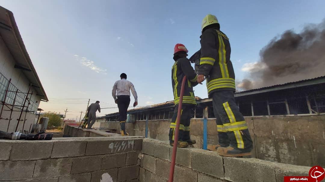 آتش سوزی سنگین در کارگاه تولید فوم های سقفی
