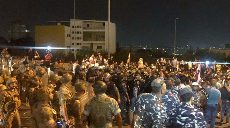 الجمهوریه: تظاهرکنندگان در صدد ورود به کاخ ریاست جمهوری لبنان هستند