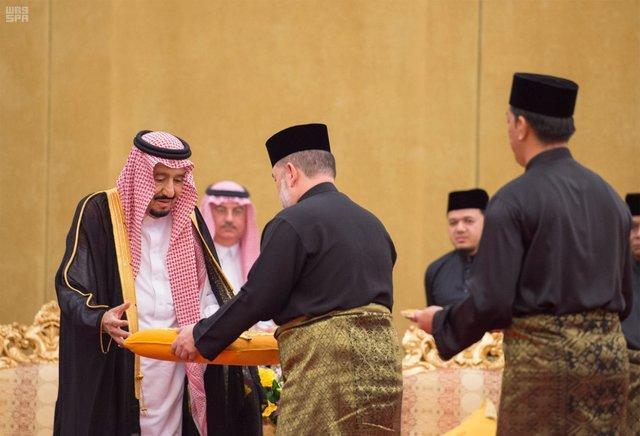 اعطای عالی ترین نشان اندونزی به پادشاه عربستان، ملک سلمان:ریاض از مسائل دنیا اسلام حمایت می نماید