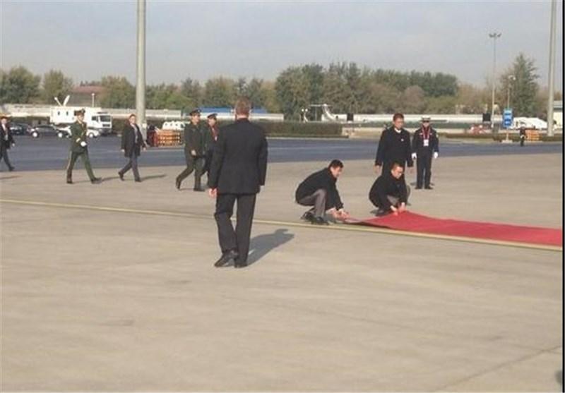 جمع کردن فرش قرمز از پیش پای اوباما در چین