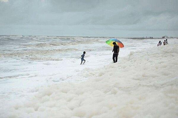 آلودگی سواحل هند با کف های سفید سمی