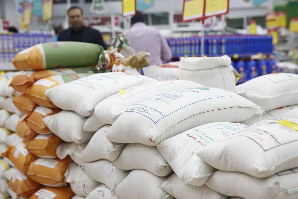 خبرنگاران توزیع 860 تن اقلام مورد نیاز مردم در بازار لرستان