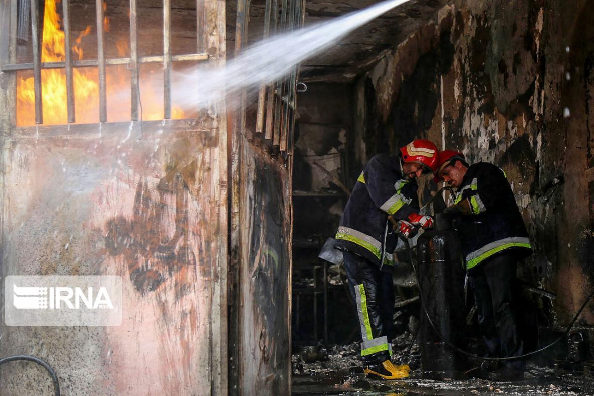 خبرنگاران دومین بیمارستان تاریخی ایران در آتش سوخت