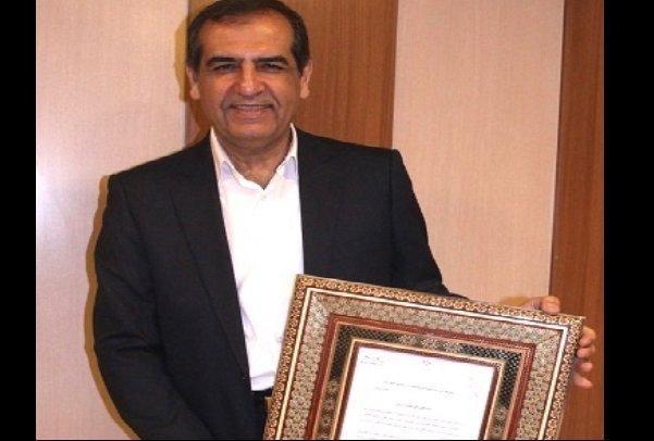 3 استاد دانشگاه جوایز خود را به زلزله زدگان غرب کشور اهدا کردند