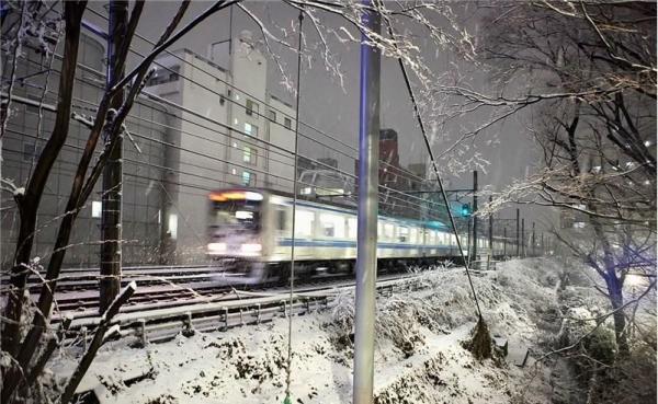 گرفتار شدن هزاران خودرو در برف ژاپن