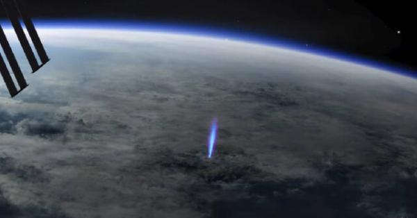 صاعقه های آبی رنگی که فقط از ایستگاه فضایی دیده می شوند