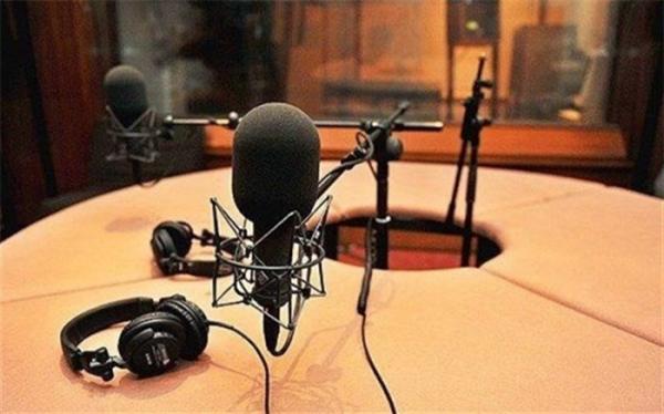 یکی می خواد باهات حرف بزنهمنوچهرهادی در رادیو نمایش