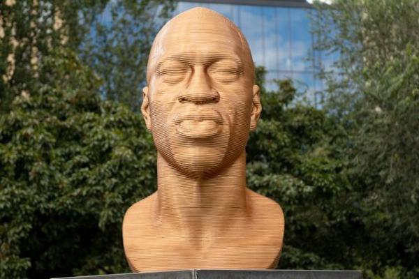 نمایش مجسمه جورج فلوید در نیویورک